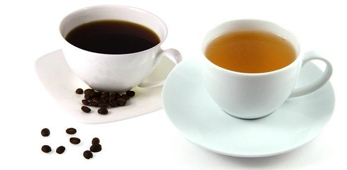 Cà phê hay trà đặc là một trong những nguyên nhân làm môi thâm nhanh chóng