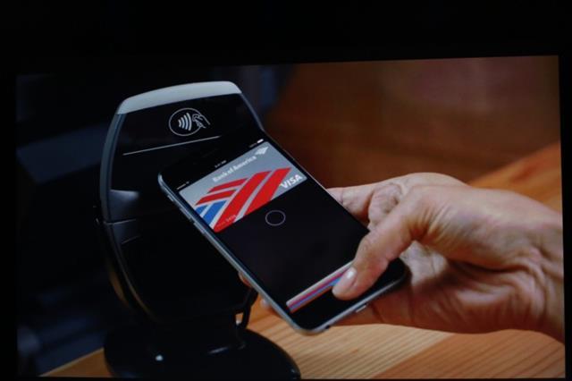 Giải pháp thanh toán di động Apple Pay, kết hợp cùng các công nghệ NFC, Secure Element, Touch ID và PassBook