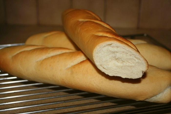 Ruột bánh mì có thể lau chùi và hút bụi rất tốt