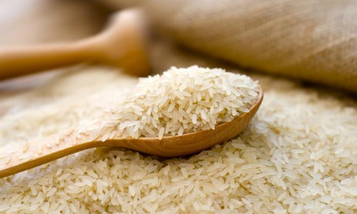 Gạo có thể giúp bạn vệ sinh những chiếc bình nhỏ