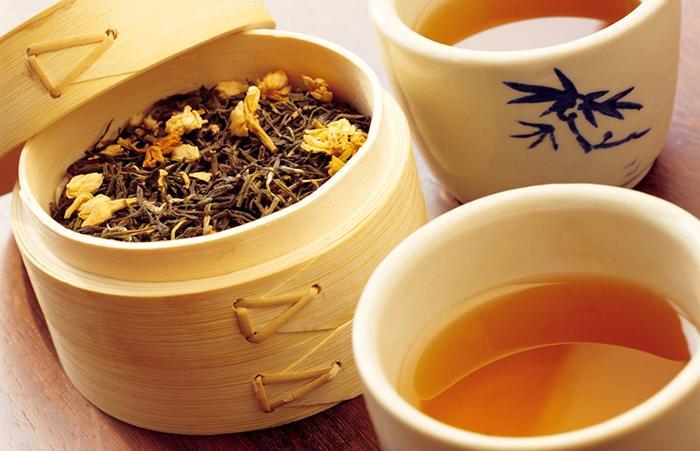 Bã trà cũng có tác dụng khử mùi hôi nhà vệ sinh