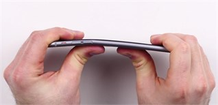 Phát hiện tính năng mới trên iPhone 6 Plus: Bẻ cong bằng tay không