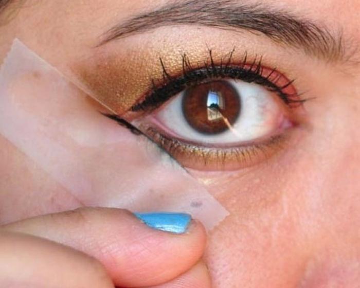 Kẻ mắt thật đễ dàng với băng dính