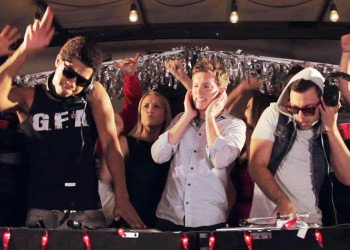 Hai DJ hai phong cách nhạc, nhảy kiểu gì