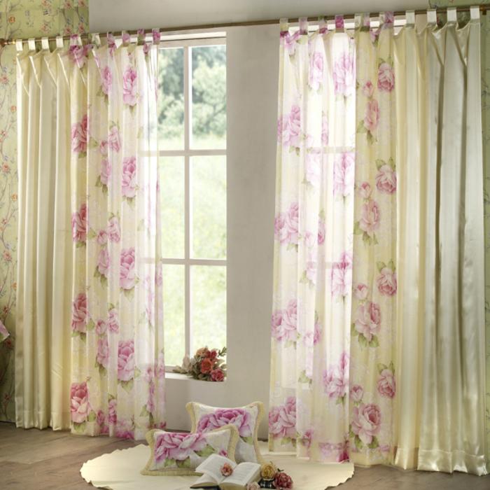 Dùng rèm cửa màu sáng ở nơi có ánh sáng mạnh để tránh bị phai màu