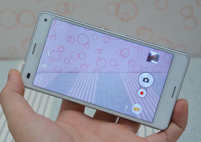 Trên tay quái vật Sony Xperia Z3 Compact tại dienmayxanh com
