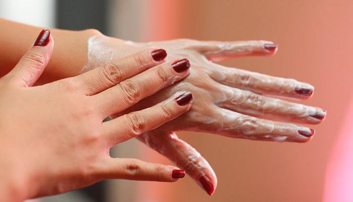 Mặt nạ sẽ giúp cung cấp dưỡng chất để đôi tay thêm sức sống