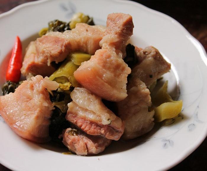 Nêm nếm lại cho vừa ăn rồi múc thịt ra đĩa