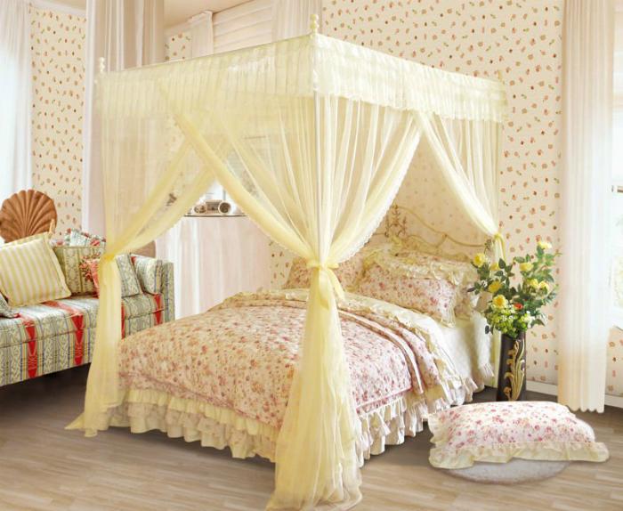 Nên ngủ trong mùng để không bị muỗi cắn