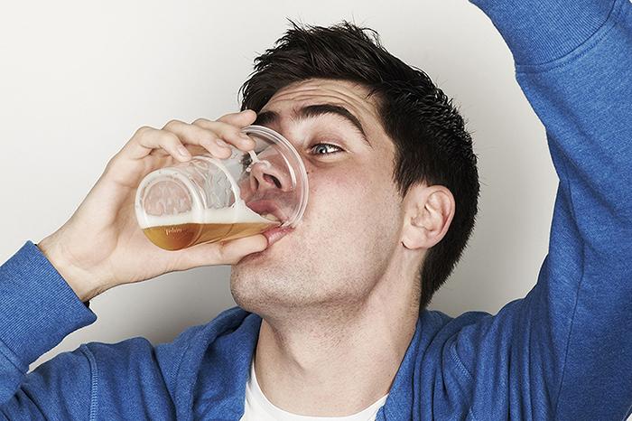 Rượu bia là tác nhân lớn làm tổn hại làn da