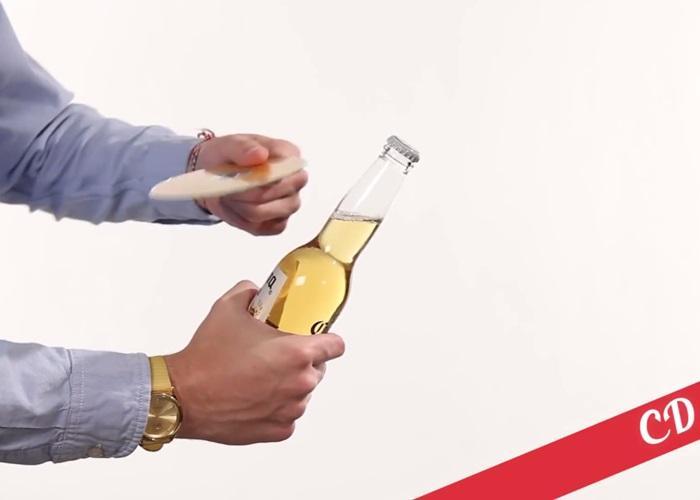 Đĩa CD nghe nhạc xong, khui bia uống luôn