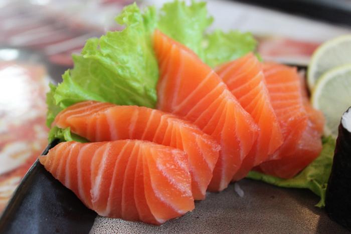 Cá hồi giàu omega-3 tốt cho não bộ, xương, da