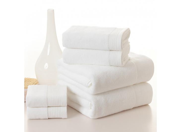 Khử mùi tủ lạnh bằng cách dùng khăn bông thấm nước