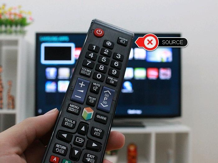 Chọn nút Source trên remote