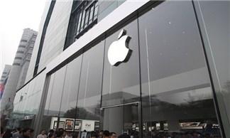 Tim Cook cười tít mắt khi được thăm nơi sản xuất iPhone 6 ở Trung Quốc