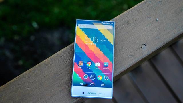 Đánh giá smartphone không viền màn hình Sharp Aquos Crystal