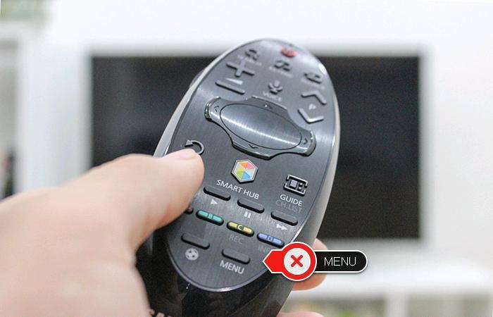 Nhấn nút menu trên remote.