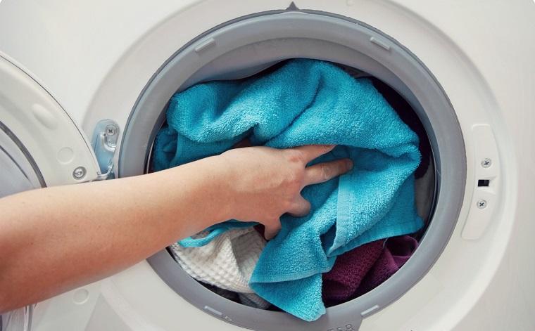giặt quá tải hoặc thiếu tải