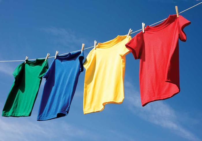 Phơi quần áo cho khô mồ hôi sau khi mặc