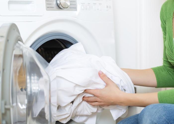 Không để quần áo trong máy giặt quá lâu
