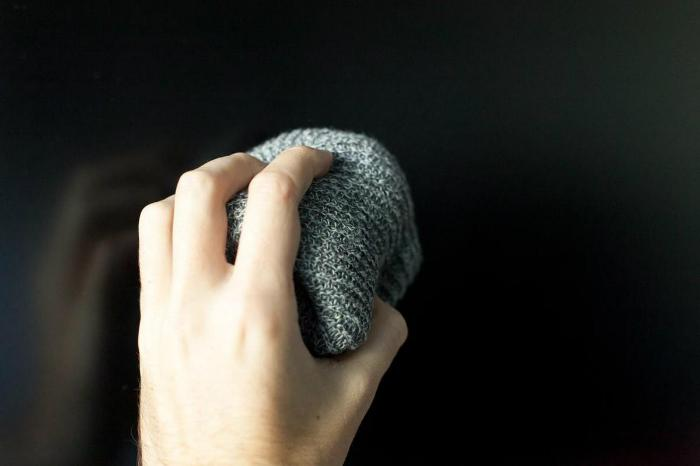 Lau mạnh tay sẽ rút ngắn tuổi thọ màn hình