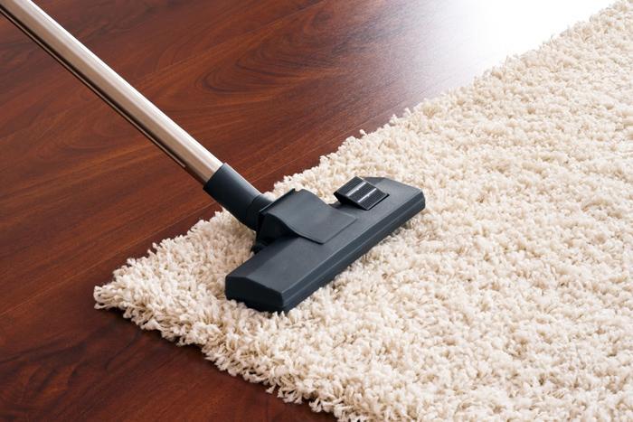 Cách vệ sinh thảm trải sàn bằng máy hút bụi