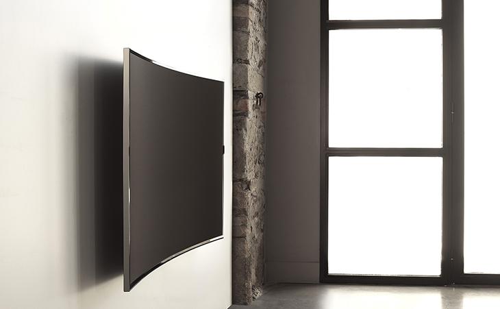 Tivi màn hình cong sẽ tạo một khoảng trống trên tường