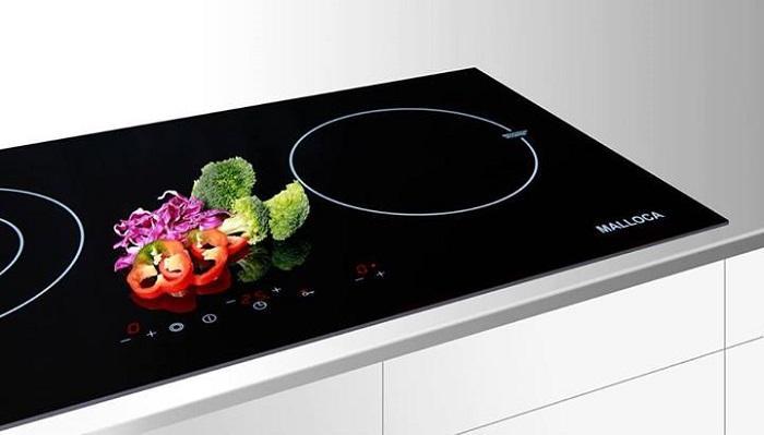 Bếp từ với ưu điểm dễ sử dụng, sạch sẽ, an toàn