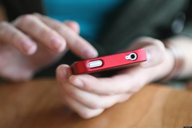Tên trộm hài hước: đã ăn trộm điện thoại còn nhắn tin xin mật khẩu với cả trăm nghìn đồng