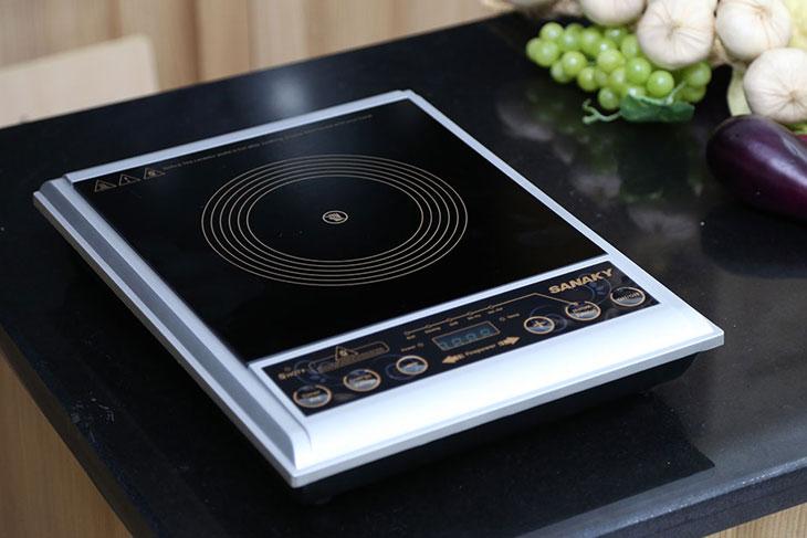 Bếp hồng ngoại Sanaky SNK102HG có mặt bếp kính ceramic