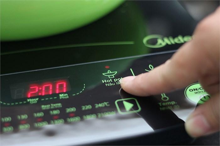 Bếp điện từ Midea MI-SV21DU có chế độ nấu lẩu