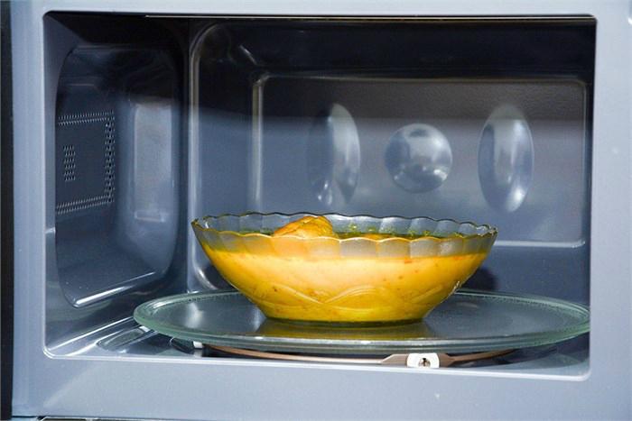 Lò vi sóng Sharp R-G221VN-W đảm bảo thức ăn sau khi hâm luôn đạt được độ mềm và ẩm