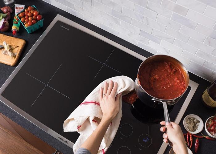 Khi có dấu hiệu trào bếp sẽ phát cảnh bảo và tự động ngắt.
