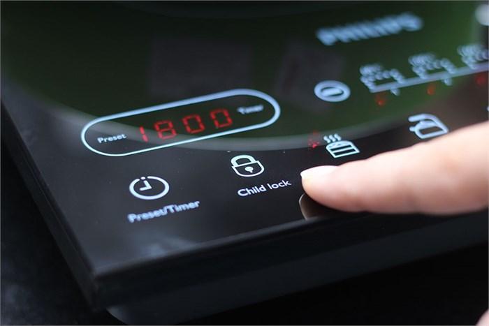 Bếp điện từ Philips HD4932 có khóa sẽ đảm bảo an toàn cho gia đình có con nhỏ