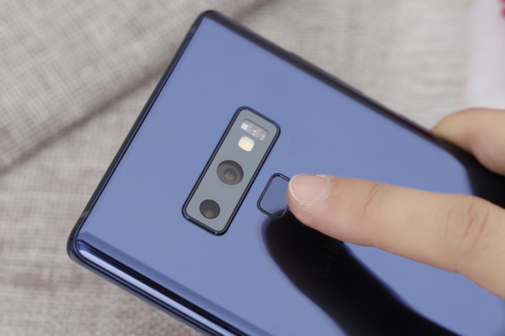 Cảm biến vân tay trên Galaxy Note 9 chính hãng