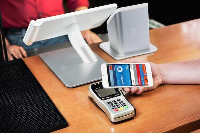 Sử dụng ngay chiếc điện thoại đang dùng làm ví điện tử đang là xu thế mới hiện nay, và giao tiếp tầm ngắn NFC giúp cho việc bảo mật được tốt hơn.
