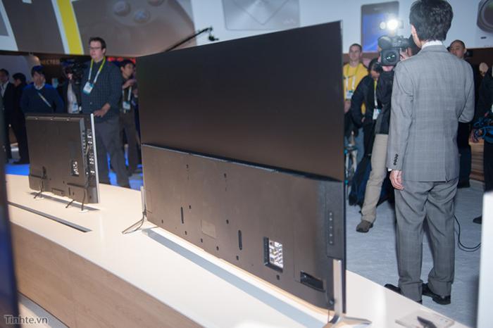 Phần dưới của tivi hơi dày do chứa vi xử lý