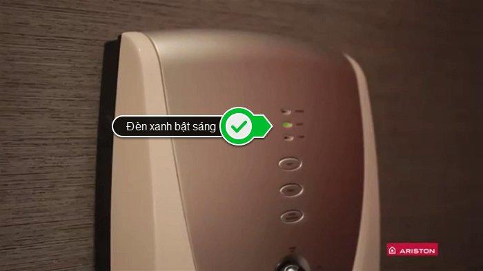 Đèn LED xanh bật sáng có nghĩa là máy hoạt động an toàn