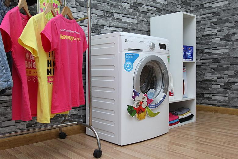 Máy giặt Electrolux EWP10742 nổi bật với thiết kế cửa trước