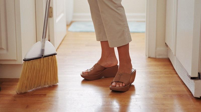 Tránh quét nhà, hốt rác đổ ra ngoài đầu năm