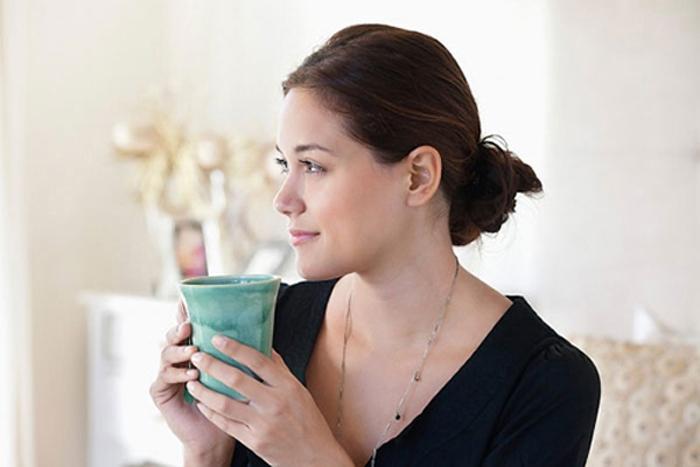 Uống nước nóng giúp làn da luôn mịn màng