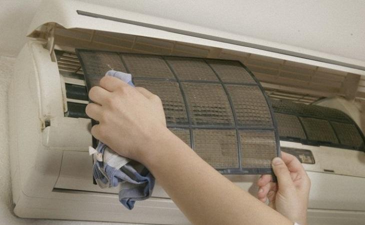 Hướng dẫn vệ sinh máy lạnh tại nhà đúng cách
