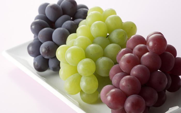 Người ta tin rằng ăn 12 trái nho vào ngày đầu năm sẽ có được 12 tháng may mắn.