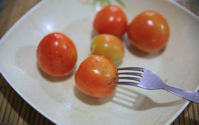 Để kiểm tra thực phẩm chín chưa? Bạn sử dụng một chiếc nĩa, nếu cảm thấy chúng đã mềm thì lấy thực phẩm ra khỏi nồi và dùng ngay khi bạn muốn.