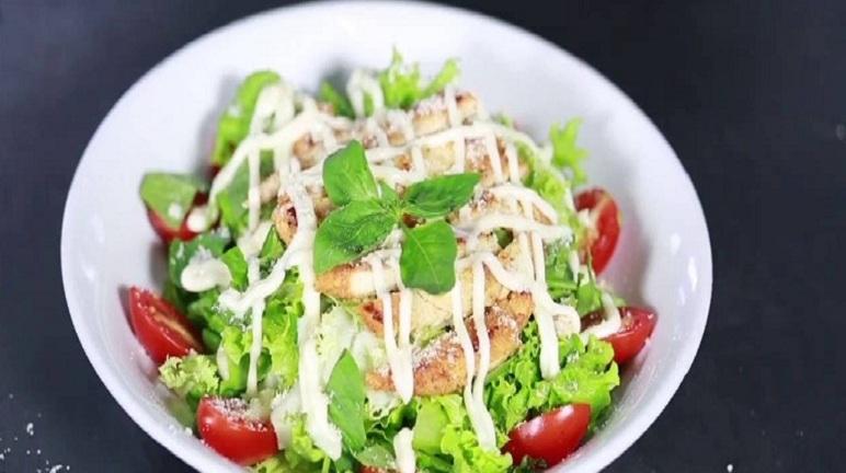 Gà trộn rau củ với sốt mayonnaise