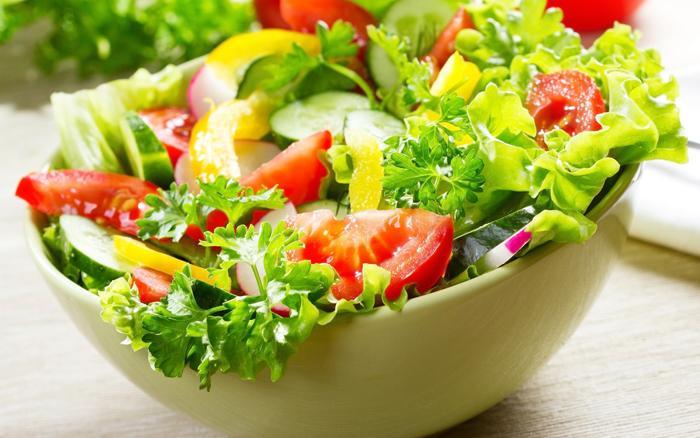 Đừng quên ăn nhiều rau củ kèm theo các món thịt mỡ
