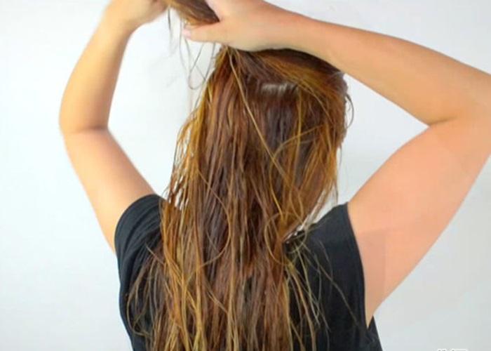Sấy tóc nhanh hơn khi bạn chia tóc thành nhiều phần