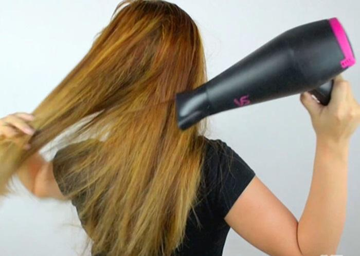 Hoàn tất việc sấy tóc với chế độ sấy mát