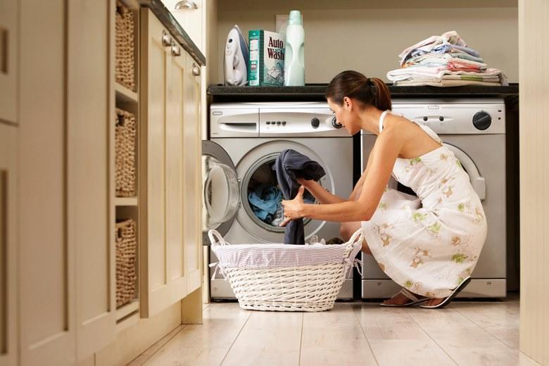 Máy giặt cần được đặt trên mặt phẳng vững chắc