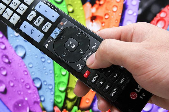 Hoặc chọn vào nút Settings trên remote